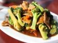 Seitan al vino con cipolle e broccoli