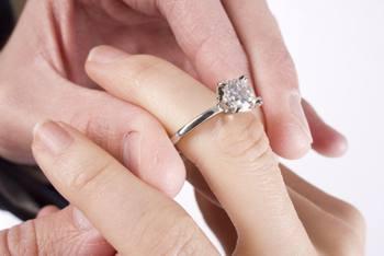 anello fidanzamento ragazza